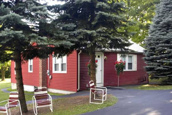 Sunny Hill Lodge & Cottage Image